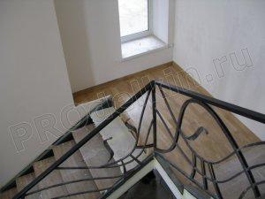 Лестница с дубовыми ступеньками