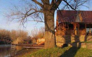 Дом на берегу реки...