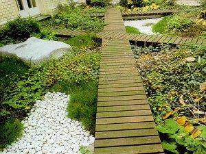 Создаем деревянные садовые дорожки