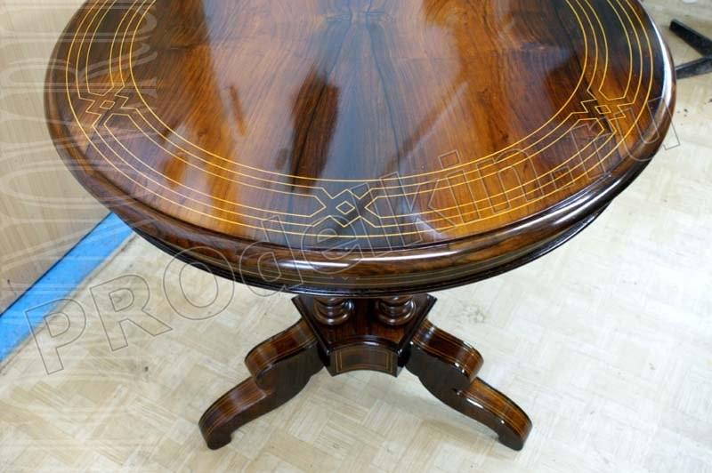 Как обновить лакированный стол своими руками